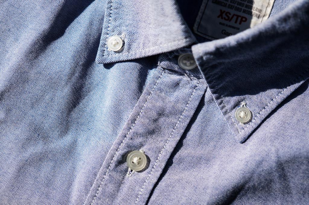 Ízlések és pofonok, de az őszhöz az OCBD (Oxford Cloth Button Down) ingek valahogy jobban passzolnak. Ezek ugye azok, ahol a gallér külön gombbal rögzíthető.