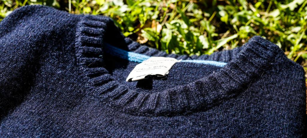 Egy kötött gyapjú pulcsi minden ősz kihagyhatatlan kelléke, ebben a színben meg pláne jól viselhető.