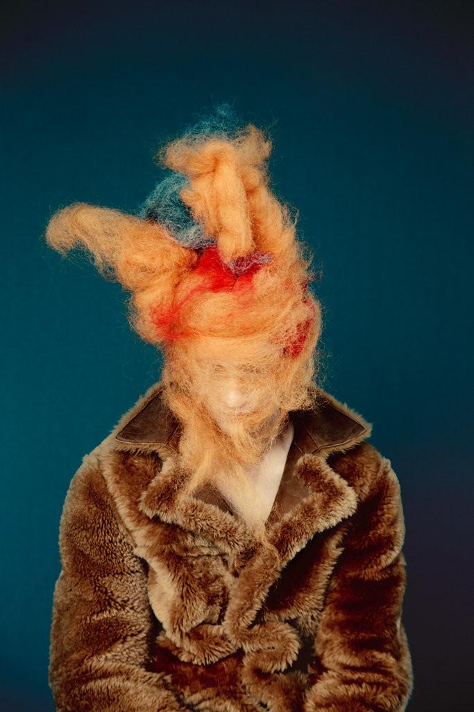 Viselj bundát, miközben metroszexuális pókok szövik a fejed körül a gondolataidat. Check!