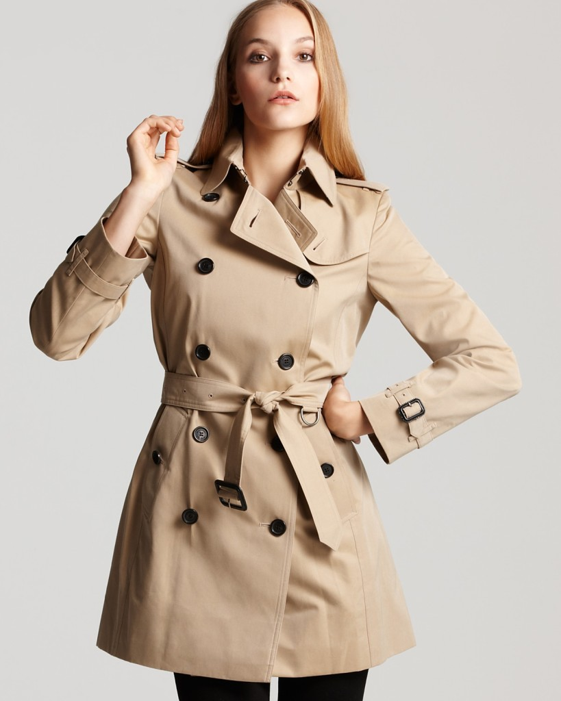 Tradicionális színű trench coat az eredeti gyártótól, a Burberry-től.