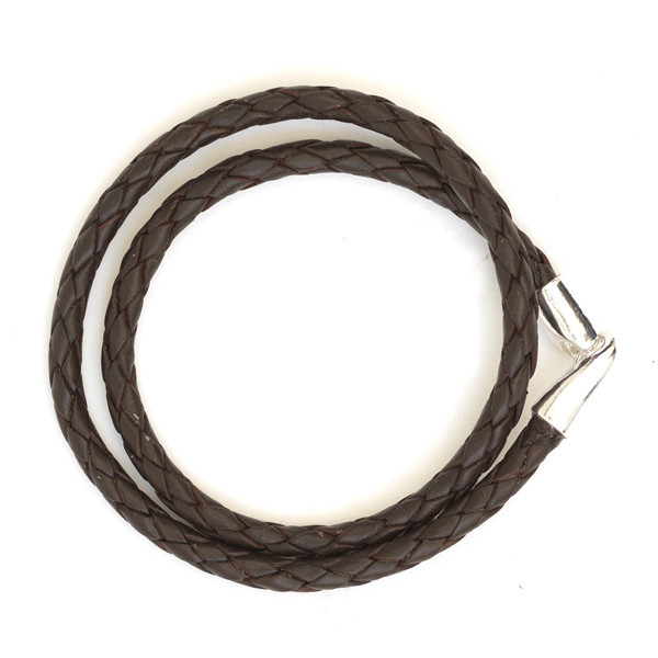 Fonott bőr karkötő, a Caputo and Co. készítette, 20.000 forint körüli áron beszerezhető.