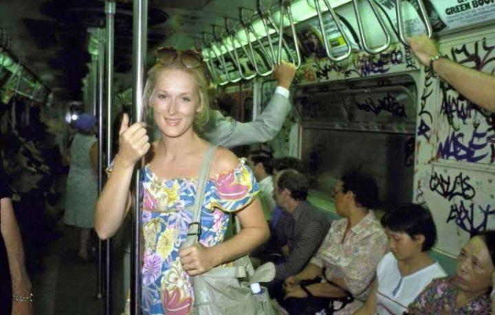 Meryl Streep a King Kong elbukása után, hazafelé a metrón.