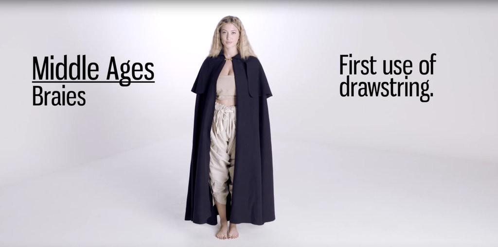 Fontos volt még a kabátot is felvenni, hiszen a középkorban hideg volt. És sötét.
