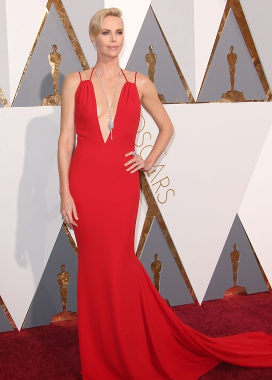 Charlize-Theron-Oscars-2016-Red-Carpet-Fashion-Christian-Dior-Tom-Lorenzo-Site-2