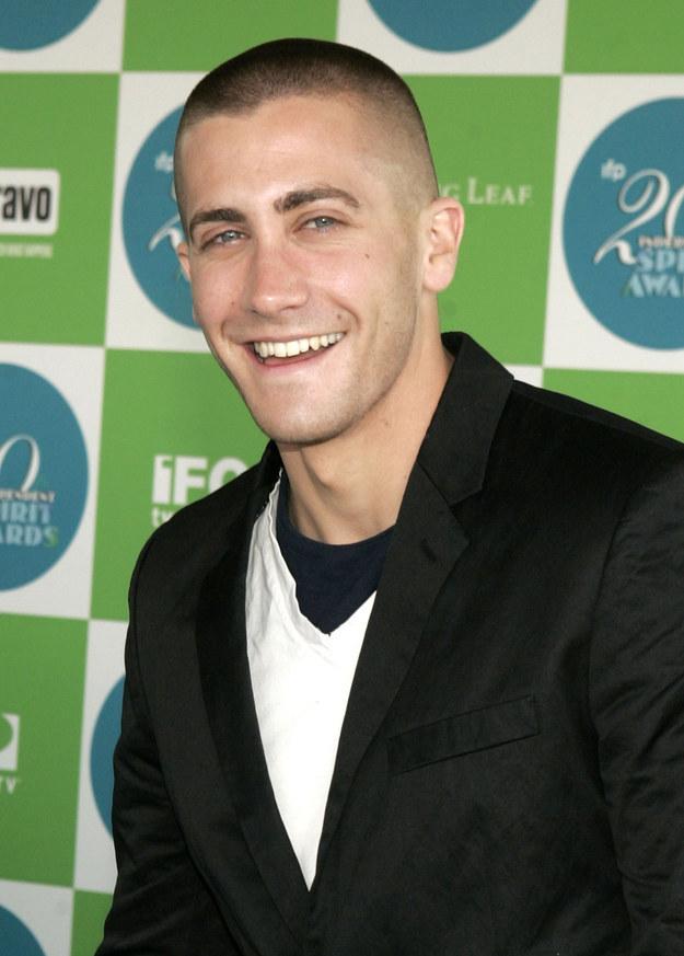 Jake Gyllenhaal. Frizura szinte már nem is kell, királyul néz ki nélküle is.