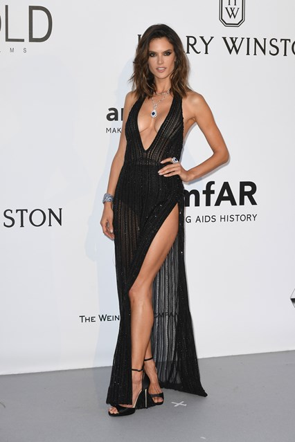 alessandra-ambrosio-vogue-20may16-getty_B_426x639