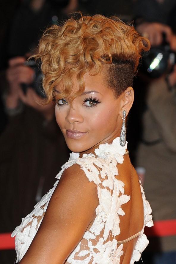 RihannaHair31_GL_11Oct10_pa_b_592x888