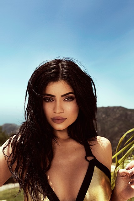 kendall-kylie-jenner-swimsuit-topshop-004-427x640