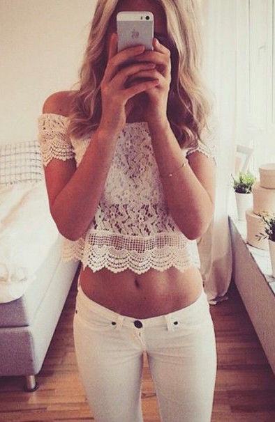 street-style-off-the-shoulders-lace-crop-top-@wachabuy