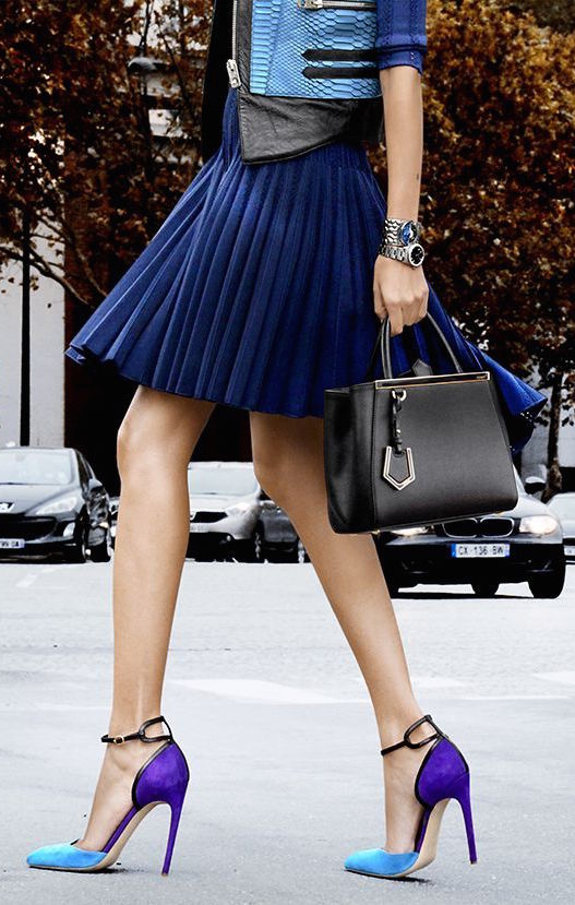 street-style-pleated-navy-skirt-and-color-block-heels-@wachabuy