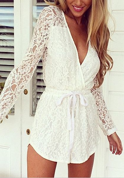street-style-white-lace-romper-@wachabuy