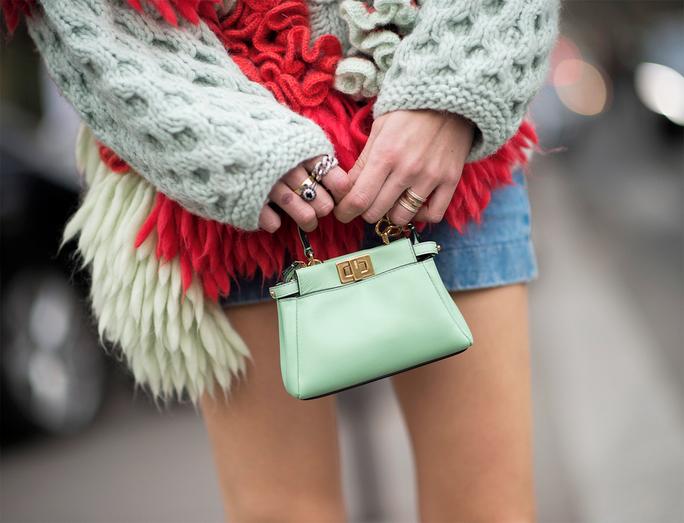 063015-micro-handbags-sm-lead