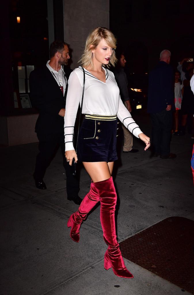 NEW YORK, NY - SEPTEMBER 09:  Taylor Swift leaves Tamarind restaurant on September 9, 2016 in New York City.  (Photo by James Devaney/GC Images)