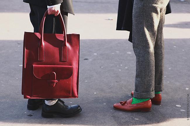 street-style-men-bags-3