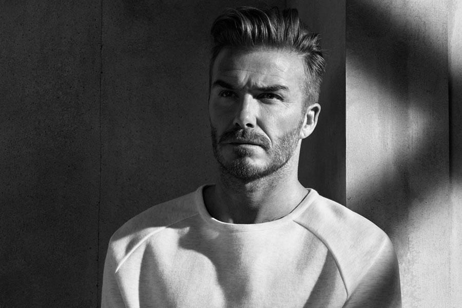 Klasszikus Beckham-féle comb over séró.