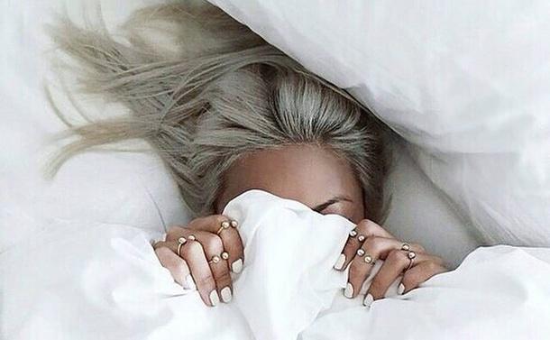 bed-fashion-girl-hair-favim-com-4009844