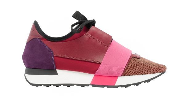 Sorra jelennek meg ugyanis a legnagyobb divatházak kollekcióiban az olyan  női cipők 4880f59630